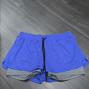 Lined athletic shorts with drawstring